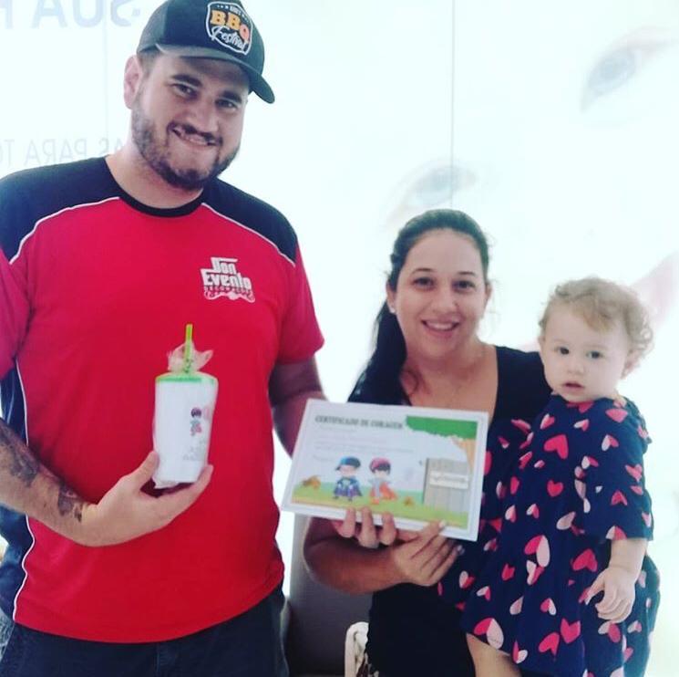 Cedida/Vaccine Care - Os pais Pedro e Karina Tarifa levaram a pequena Ana Júlia na Vaccine Care, no Euromarket, para completar o calendário de vacinas