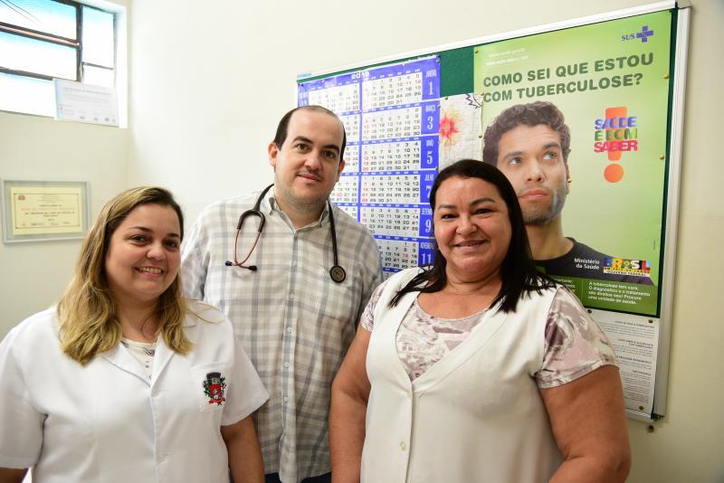 Paulo Miguel - Equipe do Ambulatório de Tisiologia do Palácio da Saúde é formada pela enfermeira Vivian, pelo especialista Paulo José Mazaro, e pela auxiliar de enfermagem, Marta Vieira da Silva