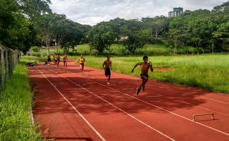 Cedida - Atletas da equipe treinaram ontem pela manhã na Pista de Atletismo Mário Covas, da Unesp