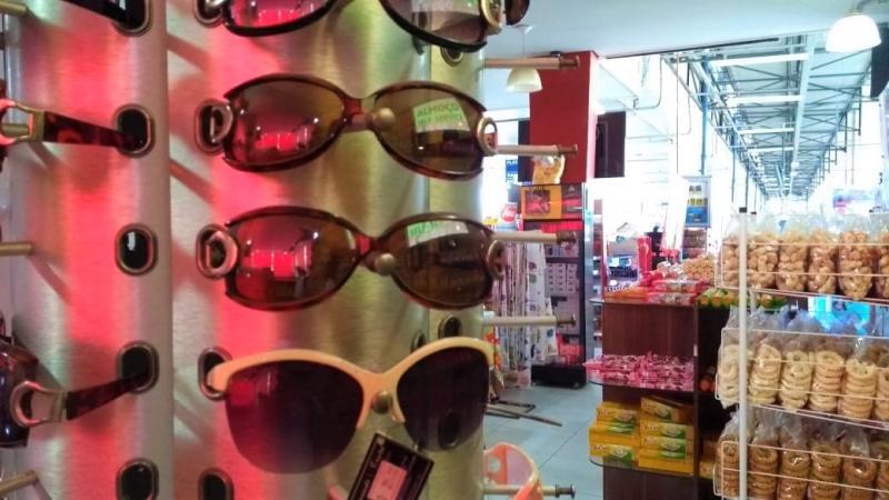 Jean Ramalho - Óculos falsificados, por vezes chamados de paralelos, chamam a atenção por seus preços muito mais acessíveis