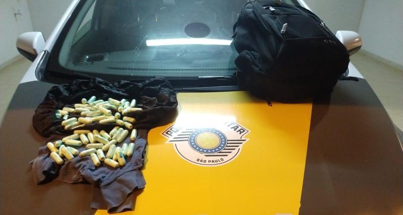 Foto: Polícia Rodoviária - Ao todo boliviano tinha em sua posse 1,083 kg de cocaína
