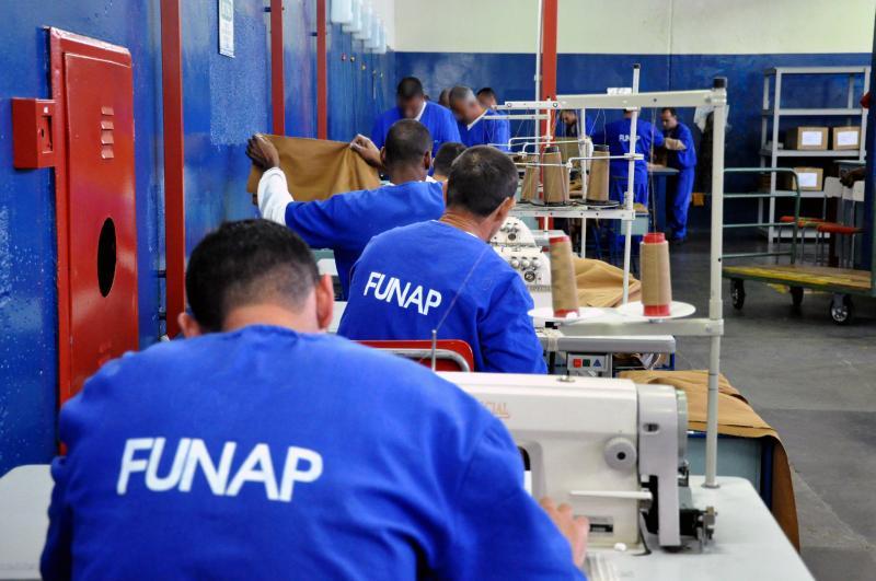 Cedida - Detentos se reúnem para realização de oficinas em diversos períodos do dia