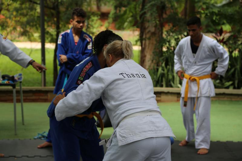 Foto: Thiago Morello - Adultos, homens e mulheres, e crianças participaram da aula aberta