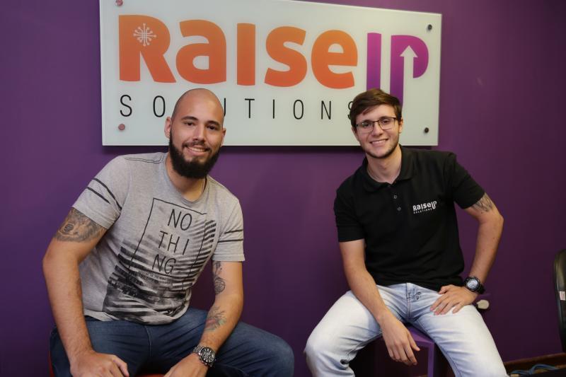 Weverson Nascimento - Matheus e Gabriel, fundadores da Raise Up Solutions, são responsáveis pelo webinário