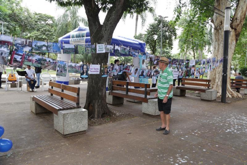 Isadora Crivelli - Cidadãos passam pelas instalações e observam ações realizadas pelo ambulatório