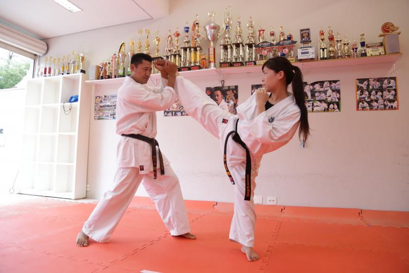 Foto: Isadora Crivelli - Era com o amigo Issami que Emi treinava para as competições quando ele morou no Japão