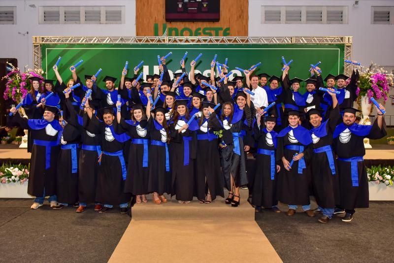 Formandos da 46ª turma do curso de Agronomia da Unoeste comemoraram o recebimento do grau acadêmico