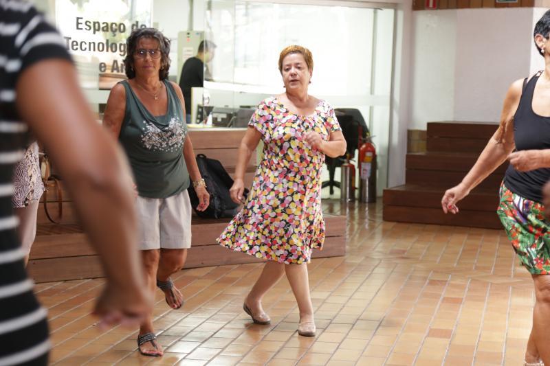 Fotos: Weverson Nascimento - Aulas de dança de salão para a terceira idade ocorrem duas vezes na semana, no Sesc