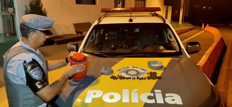 Polícia Militar Rodoviária - Droga estava armazenada no pertence da passageira