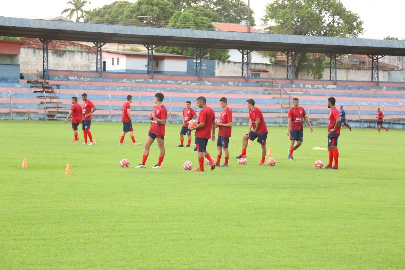 Fotos: Weverson Nascimento - Parte física e técnica dos jogadores são prioridades nos treinamentos iniciais do clube