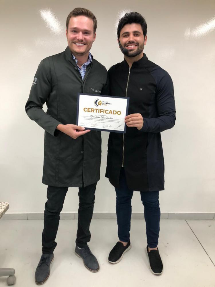 """O cirurgião dentista Caio Carlucci, diplomado pelo professor Igor Alves, no curso de Harmonização facial """"Transformando faces"""", em Belo Horizonte"""
