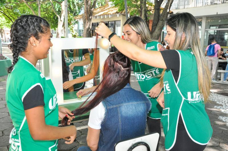 AI da Unoeste - Curso de Estética e Cosmética promoveu ação de corte e doação de cabelos