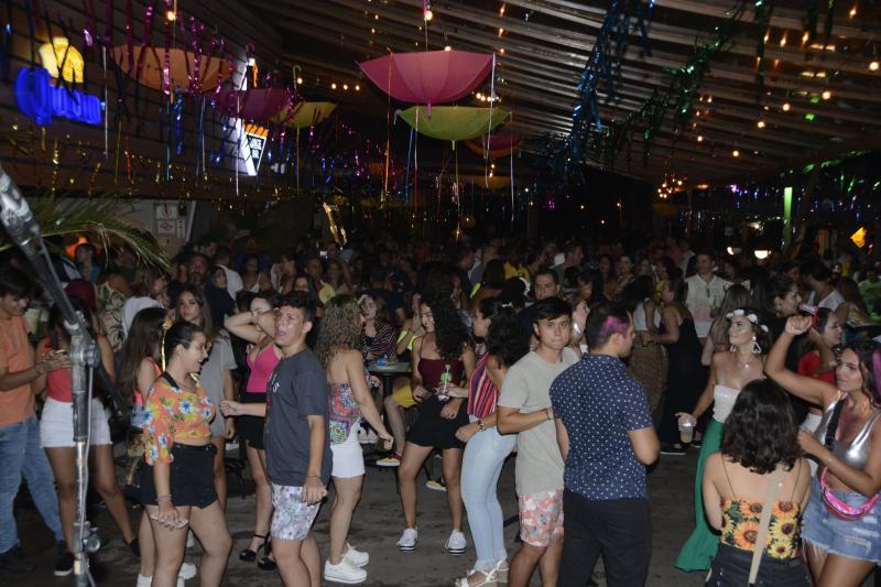 Fotos: Elisabete Santos - Quem disse que a moçada não quer mais saber de carnaval? O Ibiza atraiu público em cinco noites de folia