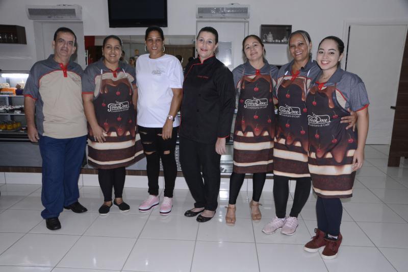 Elisabete Santos - Miguel Khouri e Cassia, com a equipe da Forno Doce