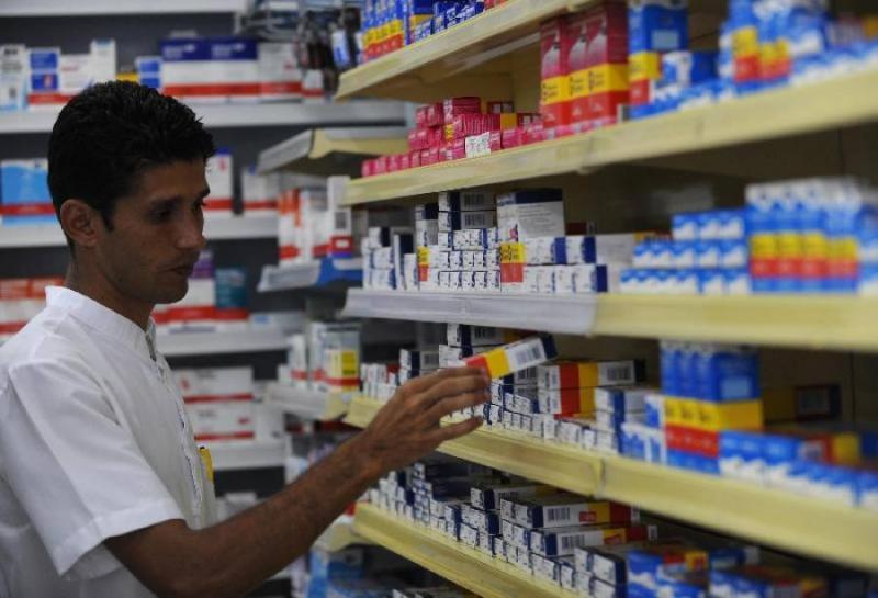 ABr - Outro aspecto importante é orientar sobre os riscos da automedicação