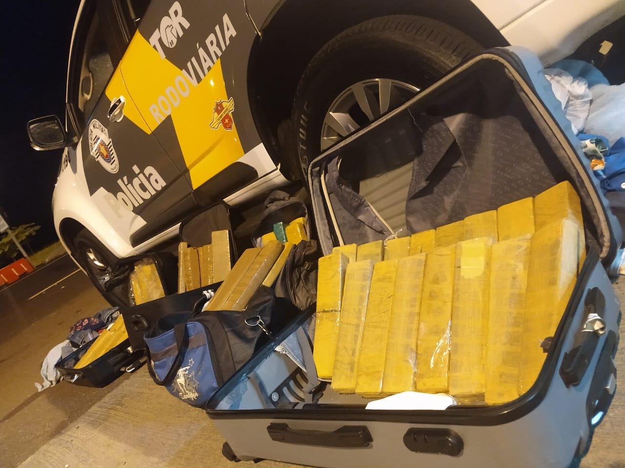 Polícia Militar Rodoviária - Droga apreendida totalizou 28,331 kg.