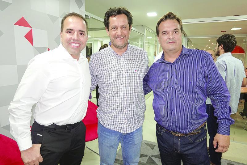 André Marini, diretor comercial da Ademilar, Luiz Henrique Miguel Ferreira, representante do Prefeito e Rogério Barreiros