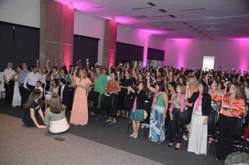 Elisabete Santos - Celebração motivadora reuniu 300 mulheres, quinta-feira, no auditório da superintendência regional do Sicredi