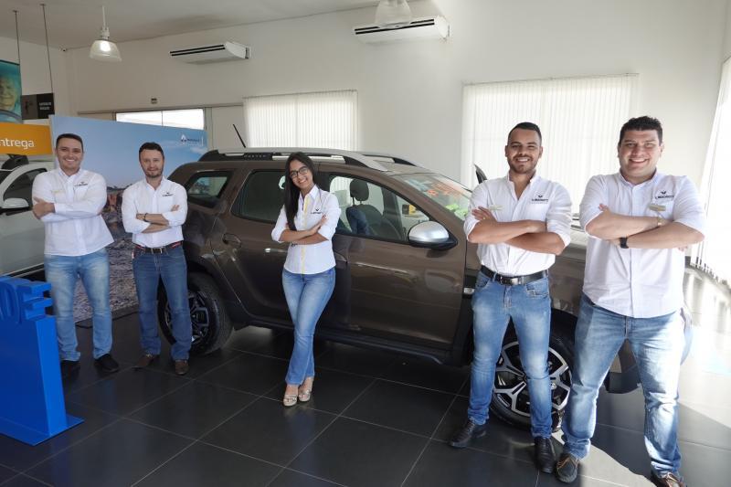 Equipe de vendas da V. Muchiutt Renault, no lançamento da Duster 2020