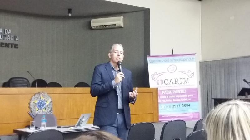 Cedida - Nefrologista Gustavo Navarro no evento promovido pelo Carim, no auditório da Ordem dos Advogados