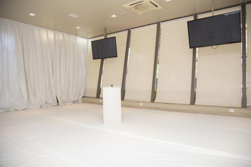 Weverson Nascimento - Quarto foi montado de forma especial e com uma decoração em branco no Ibiza Lounge Bar