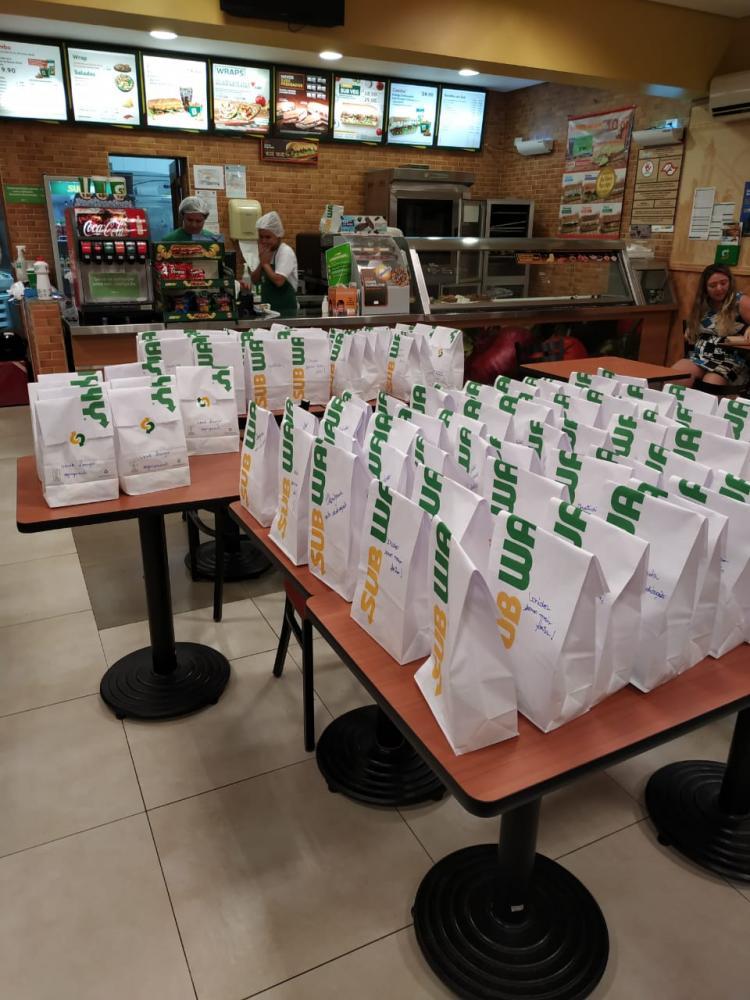 Lanchonete Subway da Avenida da Saudade enviou 100 lanches para enfermeiros e médicos da santa casa, no último domingo, a título de homenagem aos profissionais da Saúde