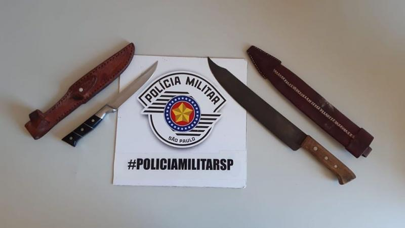 Polícia Militar - Armas apreendidas estavam na cintura do indivíduo