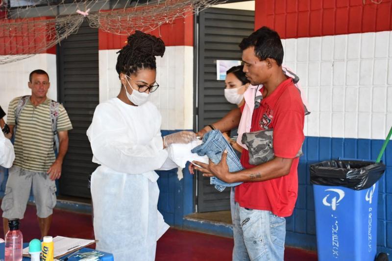 Marcos Sanches/Secom - Kits de alimentação e higiene foram entregues para a população de rua na manhã de ontem