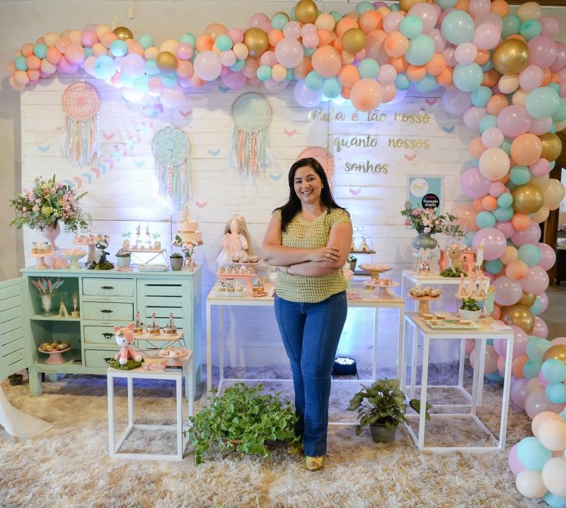 """Cedida - Renda de Francisca Fabiana depende 100% das festas: """"Não quero nem pensar como será o mês que vem"""""""