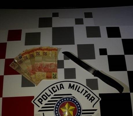 Polícia Militar - Criminosos chegaram armados com uma faca ao estabelecimento