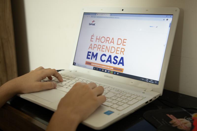 Isadora Crivelli: Cursos são oferecidos na plataforma digital