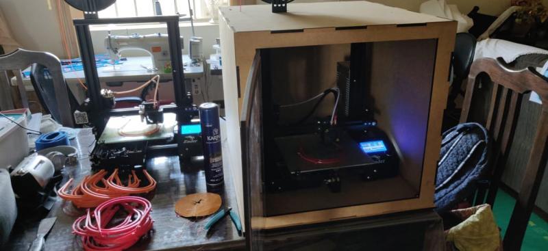 Cedida - Impressora 3D é capaz de imprimir um suporte da máscara por hora