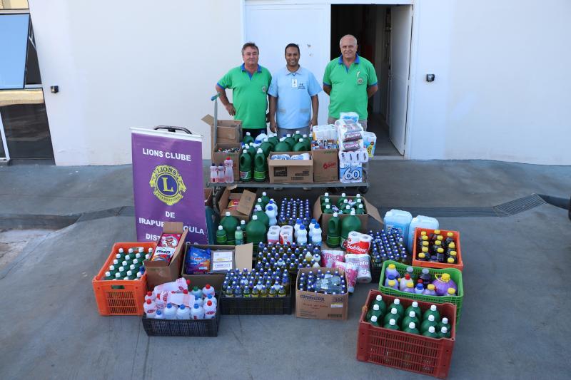 Integrantes do Lions Clube de Irapuru entregam doação ao Hospital Regional do Câncer