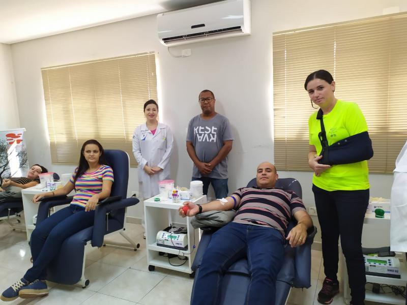 Rejane Klebis e André Luiz Lima, coordenadores da campanha, acompanham as doações para o 2° Pedalando Pela Vida