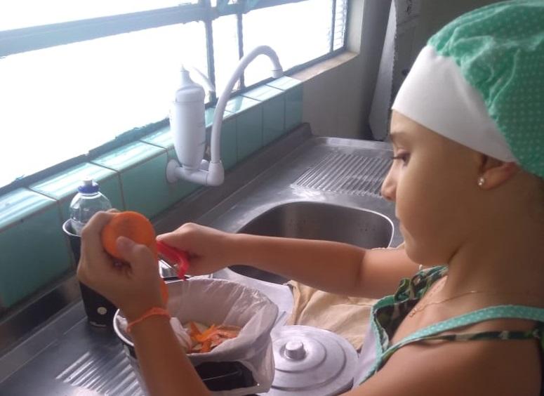 Cedida - Lobinha Sophia Aparecida Colnago preparou um bolo de cenoura