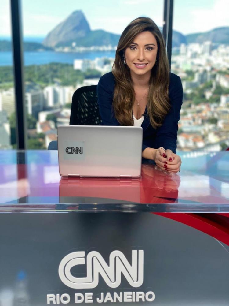 Jacqueline Frizon, da reportagem da Band em Presidente Prudente, para a bancada da CNN Brasil