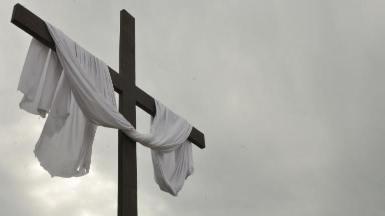 CNBB - Diocese orienta que os fiéis coloquem hoje um pano branco na cruze, depois, acendam uma vela
