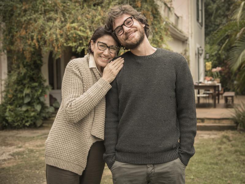 """Divulgação - Em """"Todas as Mulheres do Mundo"""", Lilia Cabral faz a mãe do protagonista Paulo, vivido por Emílio Dantas"""