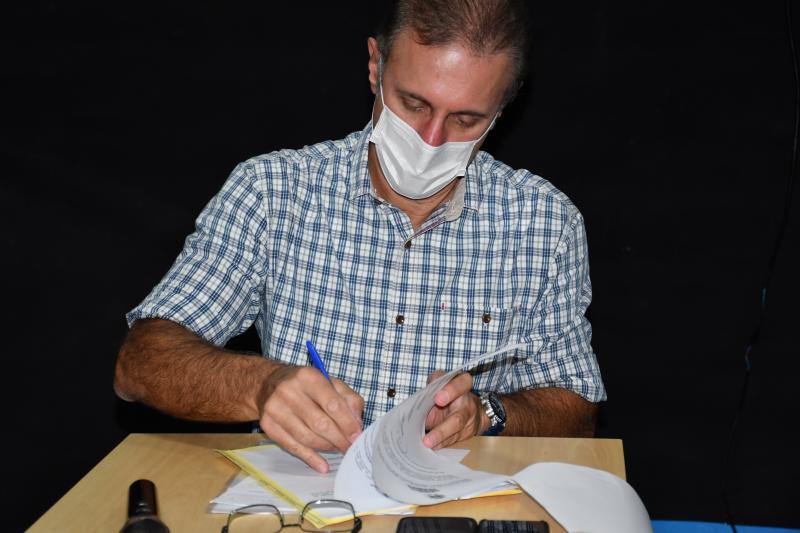 Secom: Nelson Bugalho assina o documento que transfere o Recinto de Exposições à pasta do Turismo