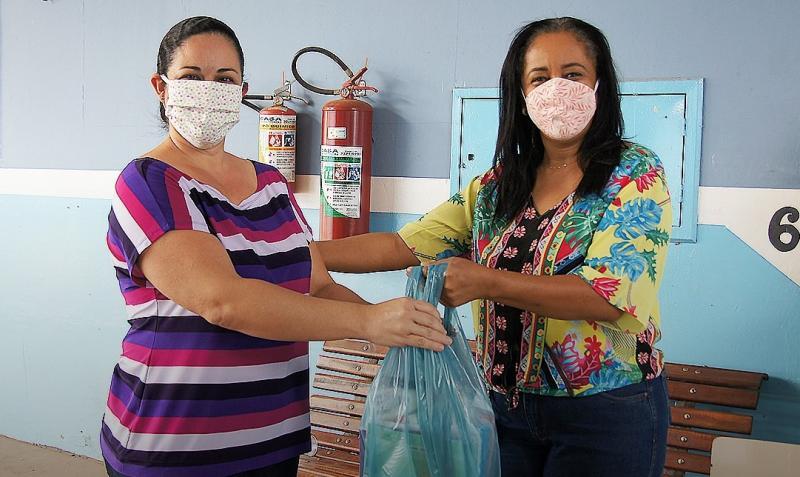 Prefeitura de Narandiba - Em Narandiba, munícipes são incentivados a usar EPIs, como máscaras