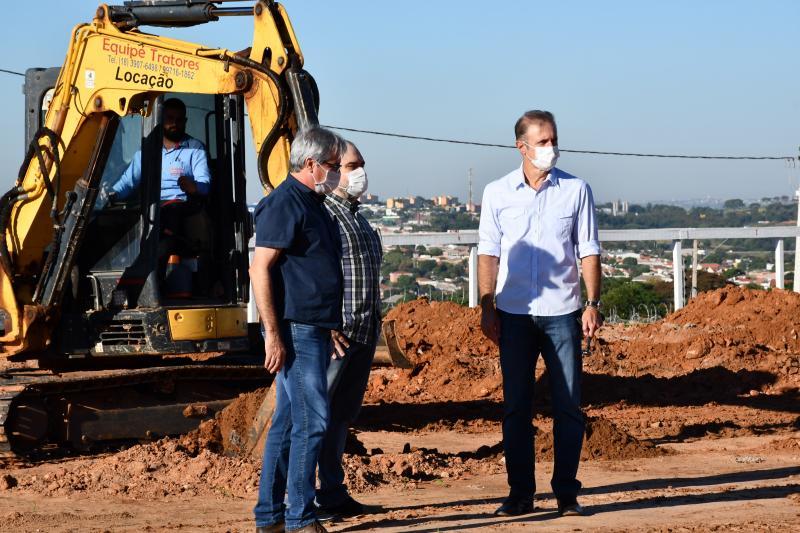 Secom - Bugalho e secretários visitaram a obra do Polo Digital na Avenida Salim Farah Maluf