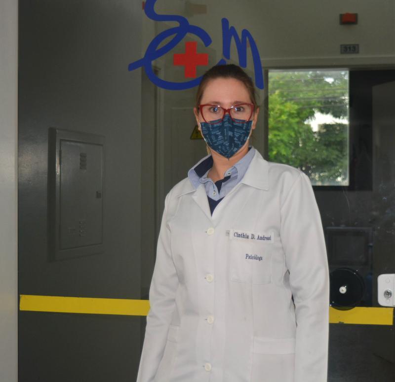 Psicóloga hospitalar, Cinthia Damião Andreasi Munhoz, que trabalha com pacientes exclusivos de coronavírus na Santa Casa de Prudente
