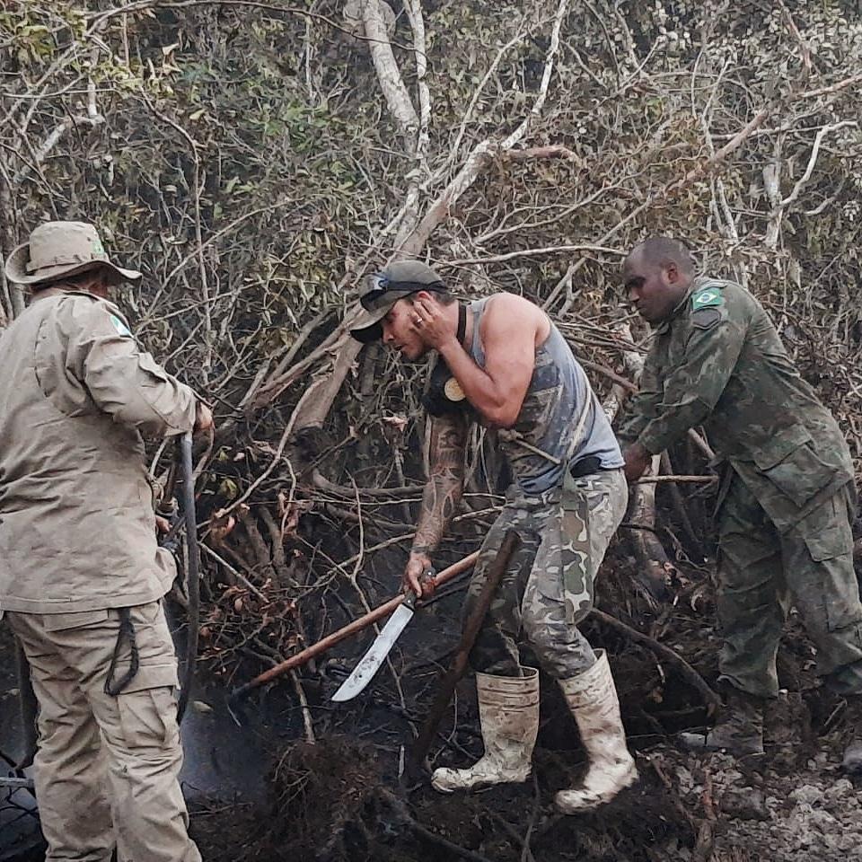 thiago, baiano que mora em presidente prudente, ajuda no pantanal, durante queimada