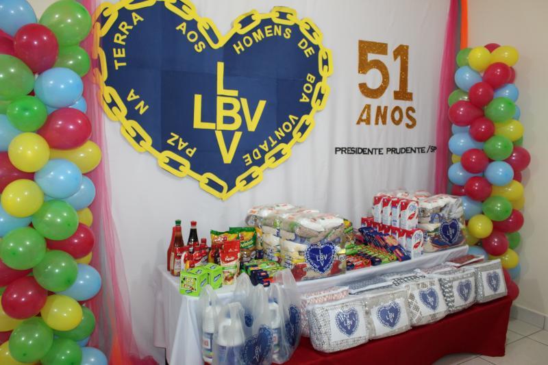 LBV completa 51 anos em presidente prudente doando alimentos para quem tem fome