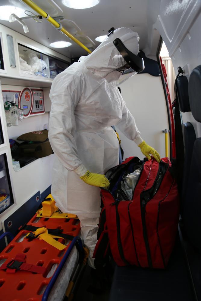 corpo de bombeiros da região de presidente prudente utiliza vestimenta específica para proteger contra possível contaminação pela covid-19