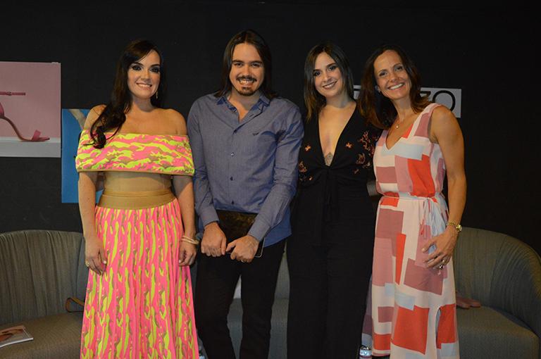 REGISTRO Eloiza Medina, Douglas Lopes, Amanda Lima e Cris Arana, no evento da Arezzo, no Parque Shopping