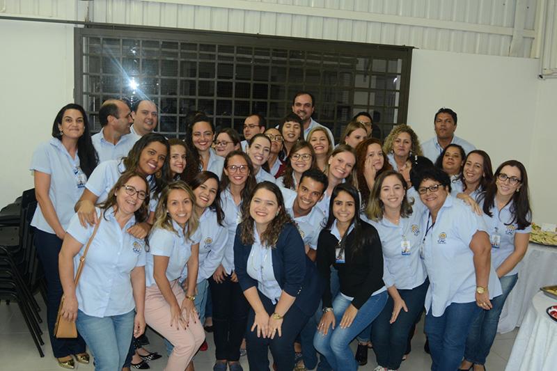 FUNCIONÁRIOS DO SICOOB PAULISTA COMEMORAM A INAUGURAÇÃO
