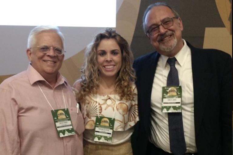 ESPECIALISTAS A psicopedagoga Mariana Oliveira, com os renomados médicos Jair Luiz de Moraes e Carlos Gadia - referências internacionais sobre o Transtorno do Espectro do Autismo