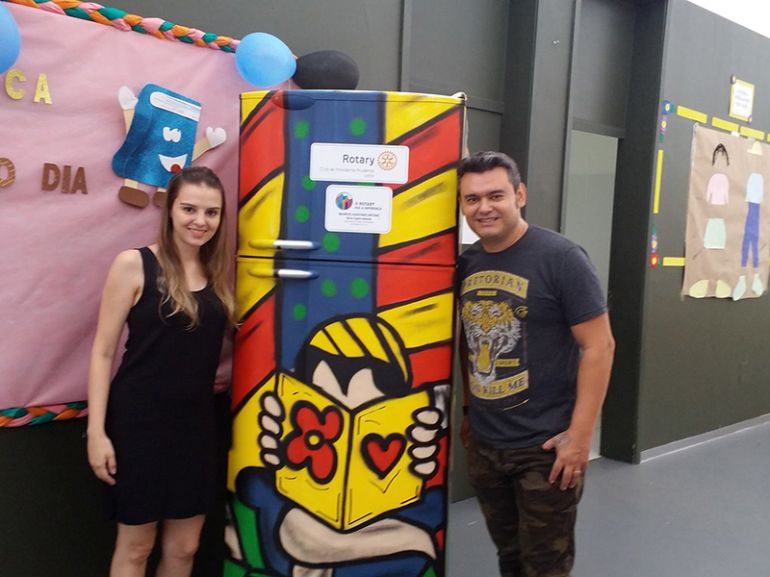 Secom / Patrícia Motta, Itamar Xavier e a esposa Adriana entregaram a 22ª Geladeiroteca na manhã de ontem