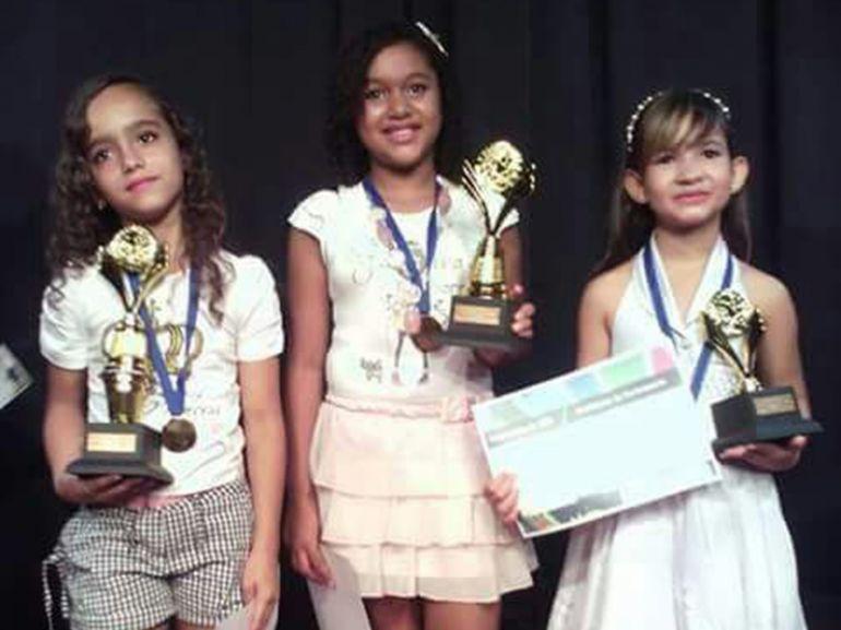 "Coordenadoria da Juventude, Kamilly, Mirela e Kelly foram as vencedoras no primeiro concurso ""Princesinha do CEU"""